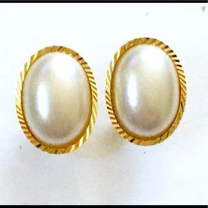 Pearl gold stud earrings vintage